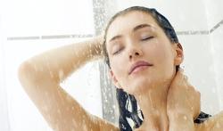 Infections : nettoyez-vous votre pommeau de douche ?