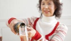 Waarom kunt u minder goed tegen alcohol als u ouder wordt?