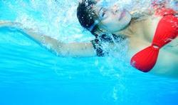 Ecarter un peu les doigts pour nager plus vite