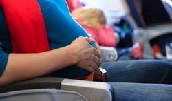 Accoucher dans un avion : rare et risqué