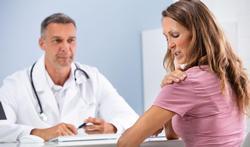 Hoe krijg je een instabiele schouder en welke behandelingen zijn er?