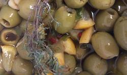 Les olives marinées