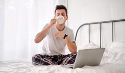 Télétravail : ça change quoi de travailler en pyjama ou en caleçon ?