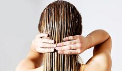 Astuce : le jus de lierre pour cacher les cheveux gris