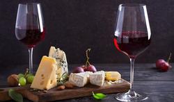 Cerveau : les étonnants bienfaits du fromage et du vin rouge