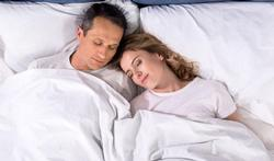 Dormez-vous mieux grâce à l'odeur de votre partenaire ?