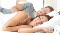 Dormir en couple : c'est bon pour la mémoire et l'humeur