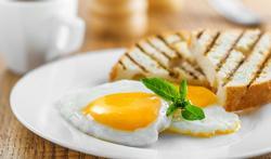Petit déjeuner : que faut-il manger pour être de bonne humeur ?