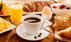 Un petit déjeuner copieux protège les artères