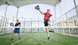 Connaissez-vous le padel, entre le tennis et le squash ?