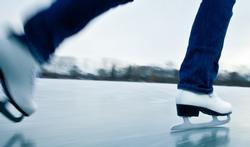 Pourquoi glisse-t-on si bien sur la glace ?