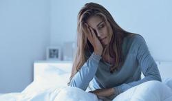 Pourquoi les femmes dorment moins bien que les hommes ?