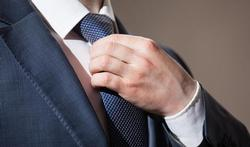 Pourquoi ne faut-il pas trop serrer sa cravate ?