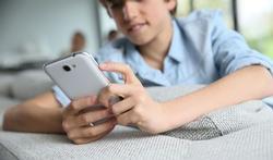 Addictions des jeunes : moins de cigarettes, plus de réseaux sociaux