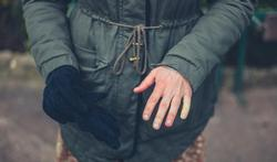 Froid et doigts blancs : que faire ?