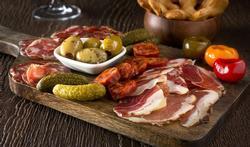 Repas convivial : la planche à fromages et à charcuteries