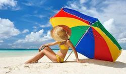 Soleil : est-on vraiment protégé sous un parasol ?