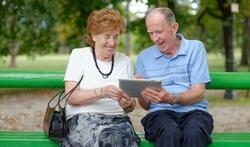 Meer spier- en gewrichtsklachten bij senioren door tablet