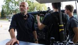 Interview met Nic Balthazar over zijn nieuwe film: Everybody happy