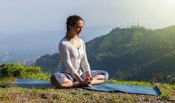 Mal de dos et insomnie : l'aide du yoga et de la physiothérapie