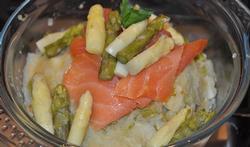 Ecrasée de pommes de terre aux asperges blanches et saumon fumé
