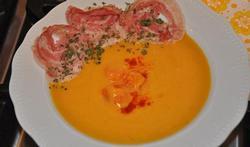 Soupe de potiron aux carottes et aux chips de pancetta