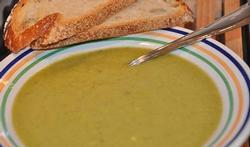 Soupe de salade au fromage aux fines herbes