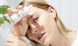 Un teint éclatant pour tous les types de peau grâce au Sérum Vinoperfect de Caudalie