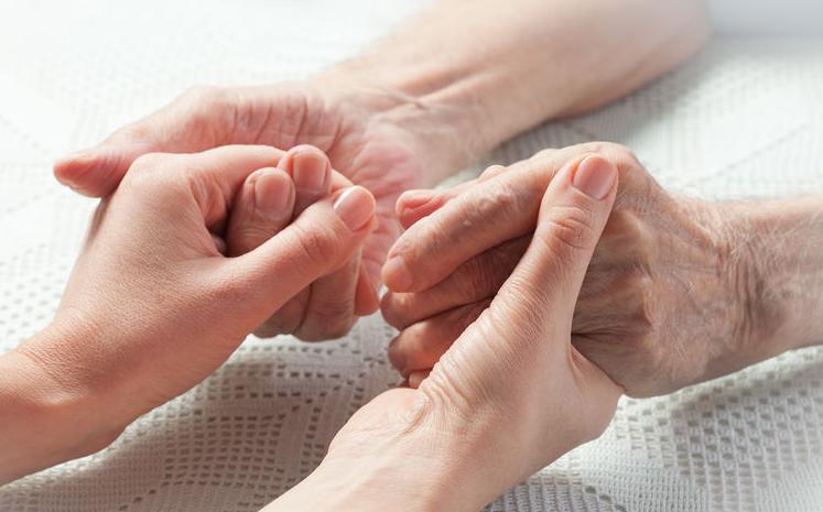 f123-h-ouderenzorg-handen-05-19.jpg