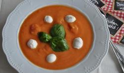 Velouté de tomates à la mozzarella
