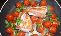 Opgevulde varkenshaas met trostomaatjes en shiitake