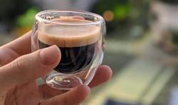 Comment la tension artérielle influence notre consommation de café