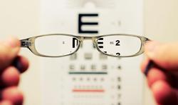 Zijn goedkope leesbrilletjes slecht voor je ogen?